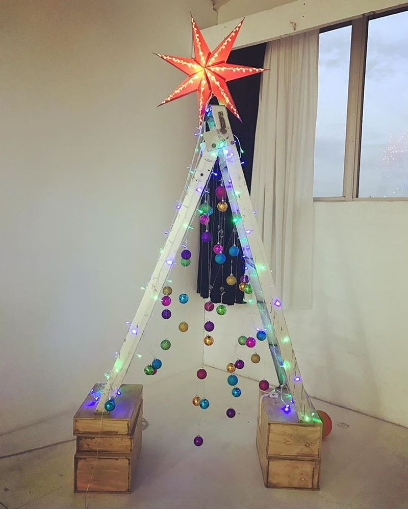 Ladder Christmas Tree.People Are Ditching Real Trees For The Ladder Christmas Trees