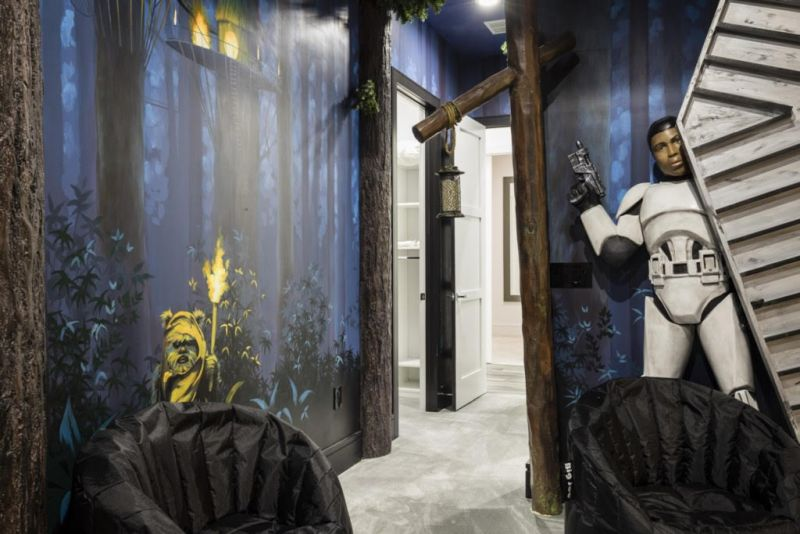 Star Wars-themed bedroom at Exclusive Private Villas in Orlando