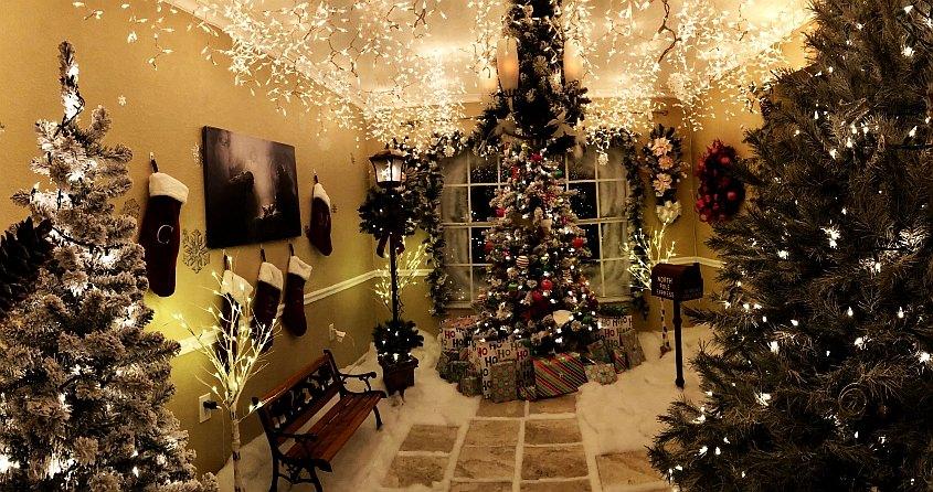 Chris Hanks' wonderful Christmas Room in his home