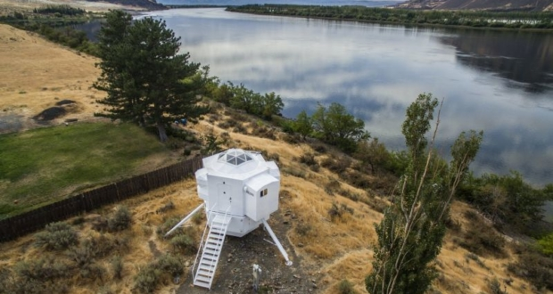 Kurt Hughes' Lunar Lander tiny home looks like an Apollo replica