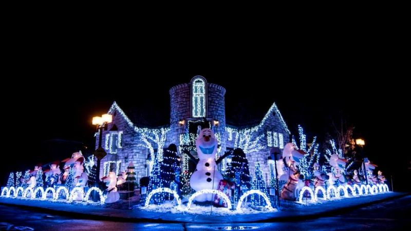 Montreal Man Creates Frozen Themed Christmas Display Using