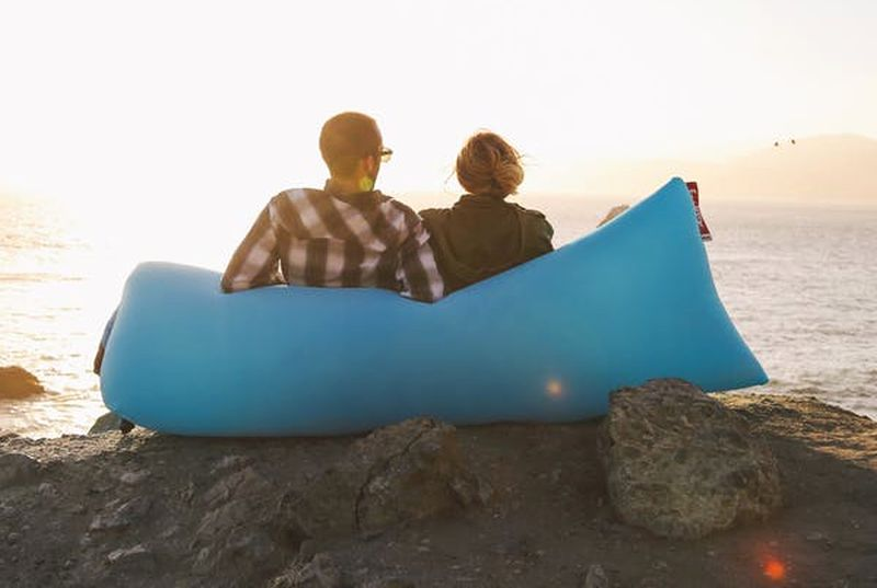 Lamzac inflatable couch