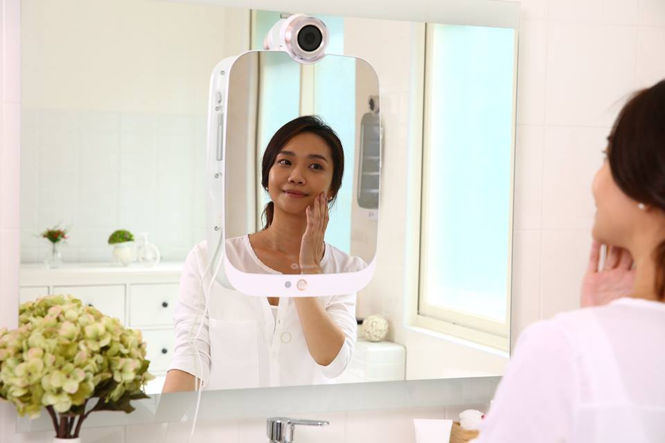 World's first wrinkle detector HiMirror