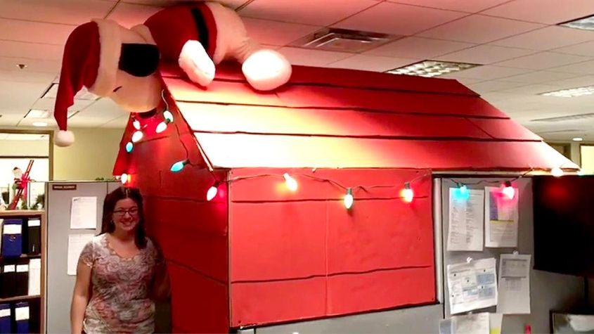 This Snoopy S Doghouse Office Cubicle Is Worth Drooling Over