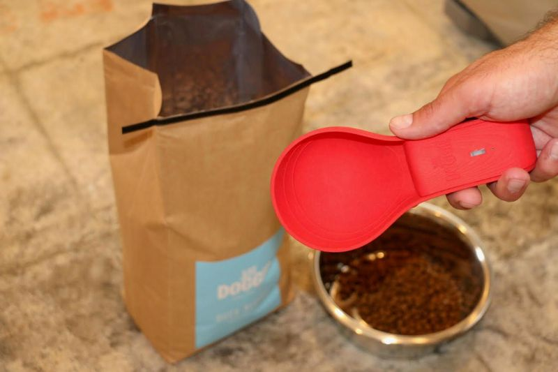 This Smart Scoop for Dog Food Curbs Your Pooch Eating Habits