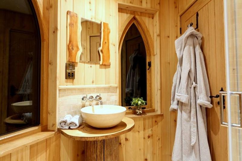 hoots treehouse U.K
