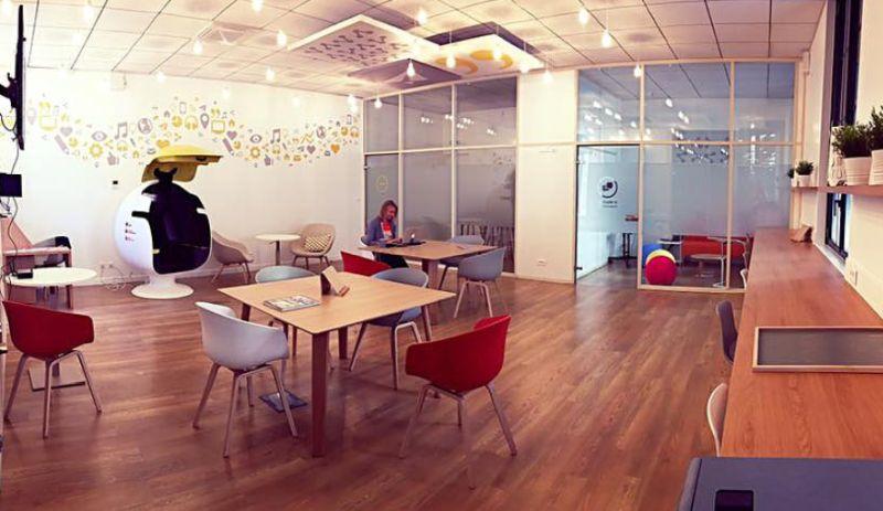 E-Bulle Office Pod by LEET Design