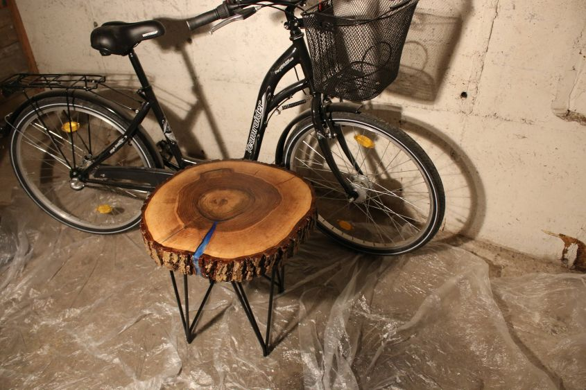 Round live edge coffee table by WoodCraftProject