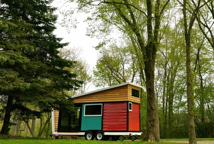 The Toybox tiny house on wheels This colorful tiny house on wheels measures just 140-square-feet, but appears roomy due to its space savvy interior design. Designed by Frank Henderson and Paul Schultz, it combines modern design elements with ecologically responsible materials. Its unique exteriors are finished with multiple colored, corrugated fiberglass cubes and natural cedar panels. There are a variety of eco-friendly features too.