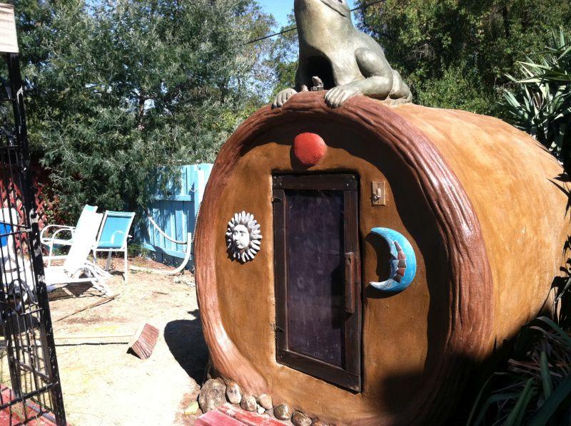 Frog on a Log Sauna, Isis Oasis