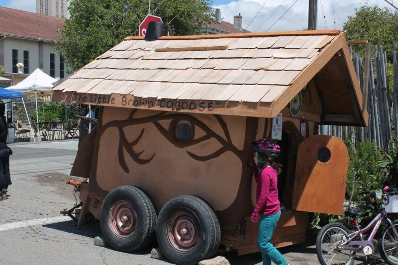 Miguel Elliott tiny cob house on wheels