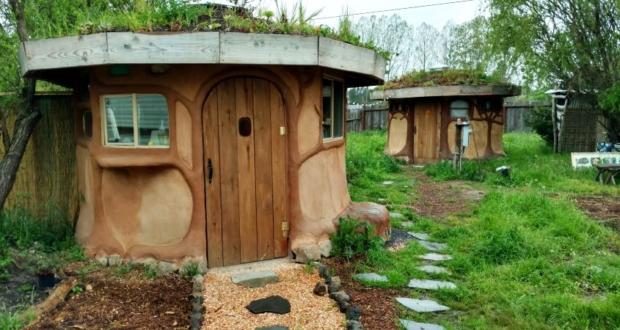 Miguel Elliott (Sir Cobalot) Creates cob houses