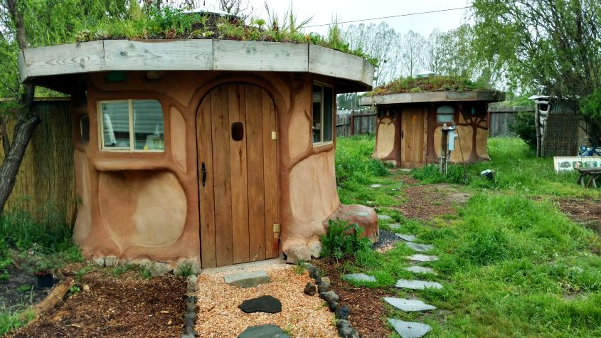 Miguel Elliott (Sir Cobalot) Creates cob houses