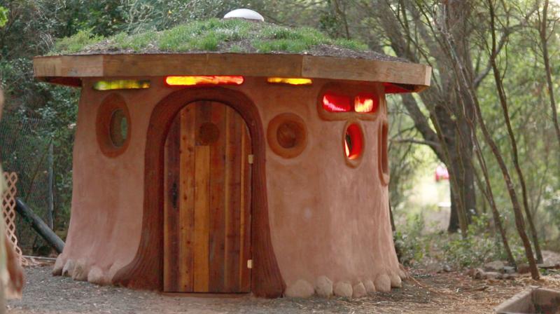 Miguel Elliott tiny cob houses