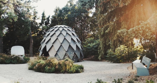 Pinecone-shaped mobile gazebo from MMCITÉ1 and SAD