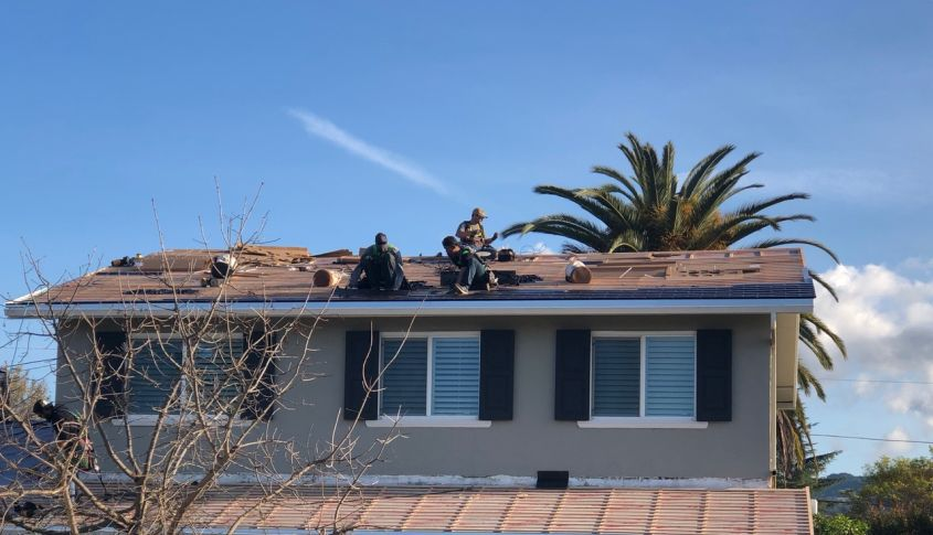 Solarcity Roof Tiles >> Tesla Solar Roof's First Residential Installation Fuels Elon Musk's Dream