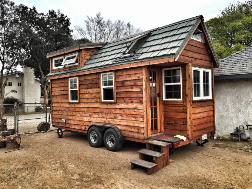 Man Builds Tiny Home on Wheels with iPhone-Controlled Skylight