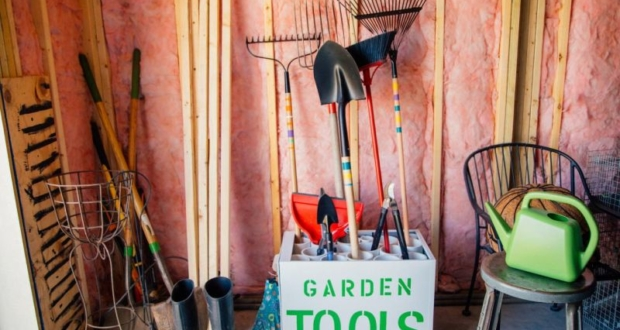 DIY Garden Tools Rack