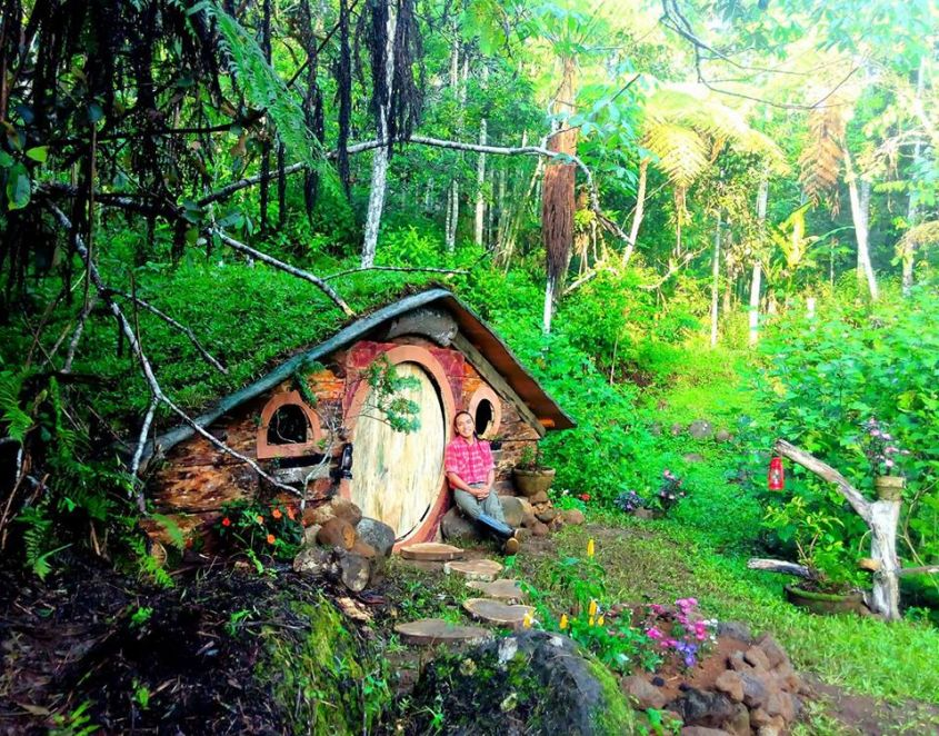 life size hobbit houses in philippines look straign out of lord of the rings. Black Bedroom Furniture Sets. Home Design Ideas