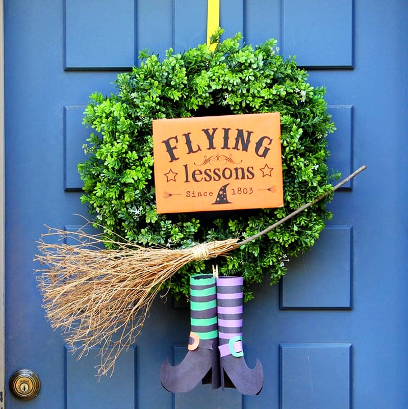 How to Make Flying Witch Wreath - Halloween Decoraton Ideas