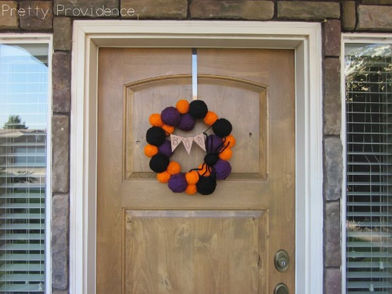 Yarn Ball Spider Halloween Wreath