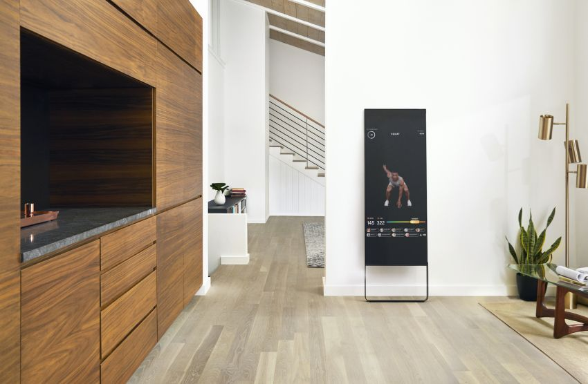 $1,500 smart mirror brings live fitness classes to your home