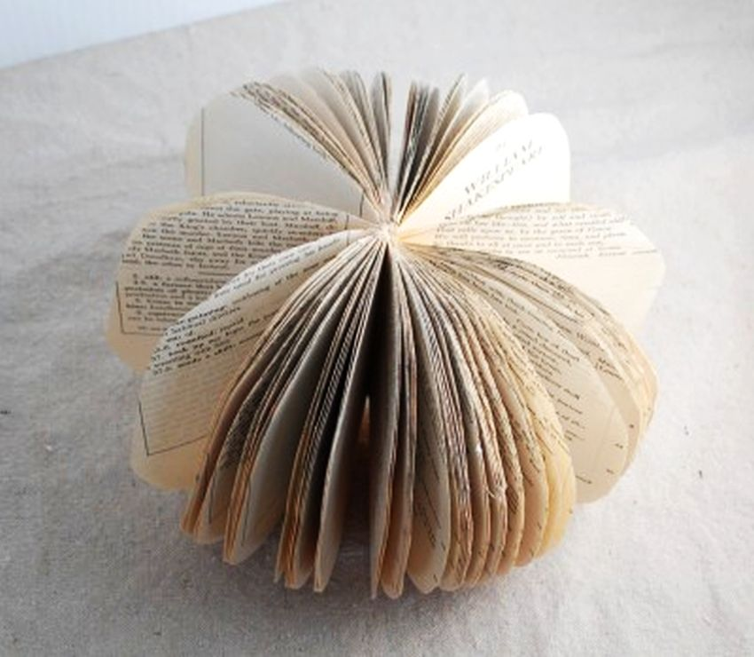 DIY-Book-Page-Pumpkin