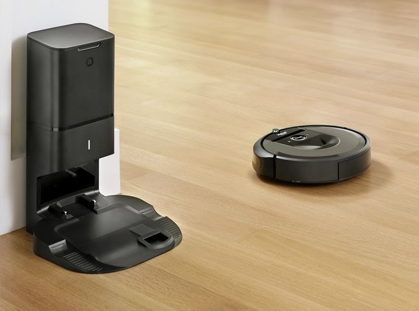 Roomba I7 Automatically Flings Dirt Into Garbage After