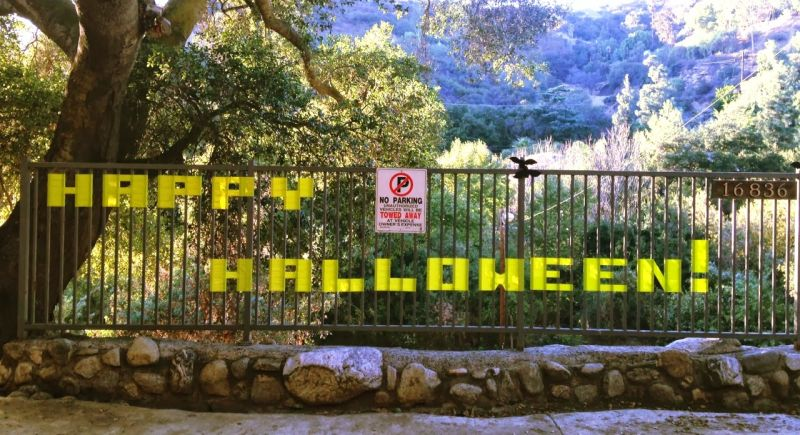 Halloween sign fence decoration