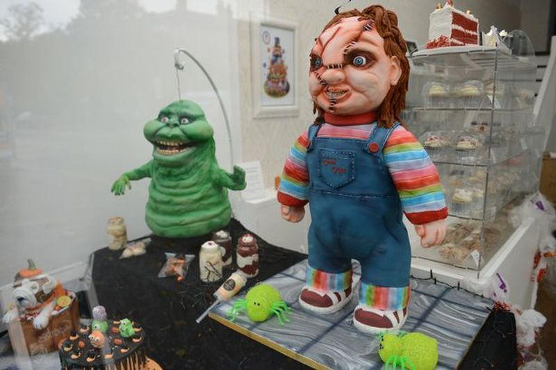 Lesley Ross Makes Life-Size Chucky Doll Cake