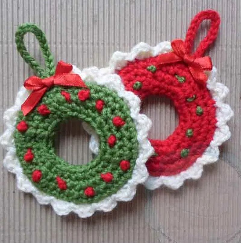 Crocheted Wreath Christmas tree ornament
