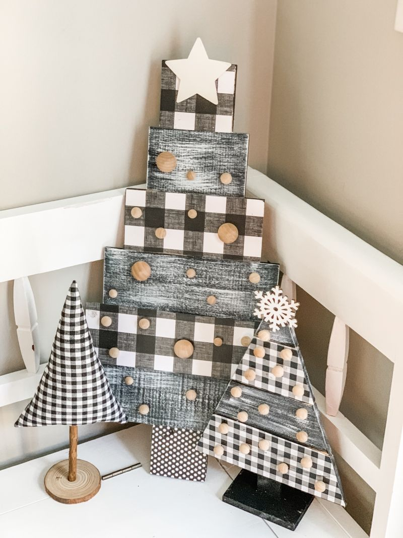 Easy DIY pallet wood Christmas Tree