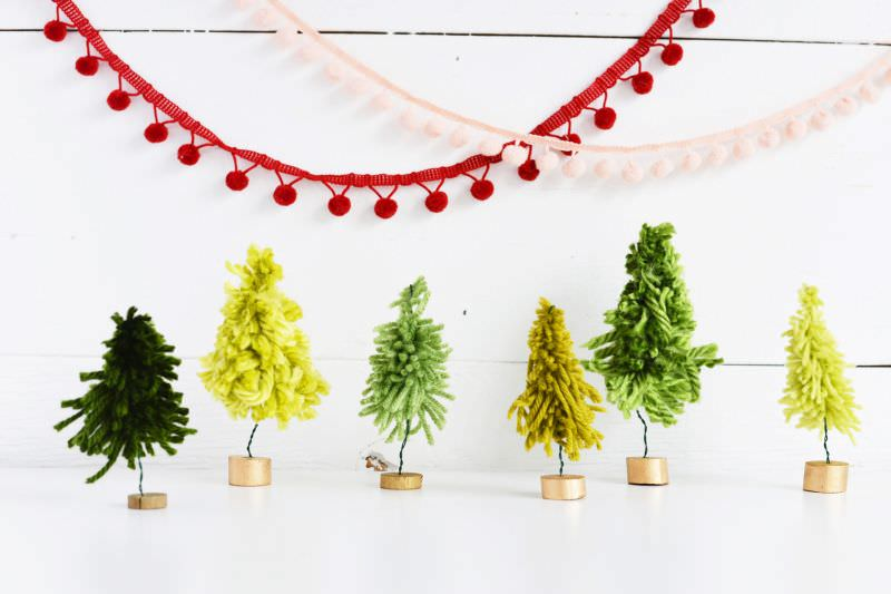 Yarn Christmas Trees People are now decorating homes with a variety of Christmas trees. One simple idea is to make trees by wrapping yarn around a cone; however, you can find many other ways. It's quite easy making yarn Christmas trees.