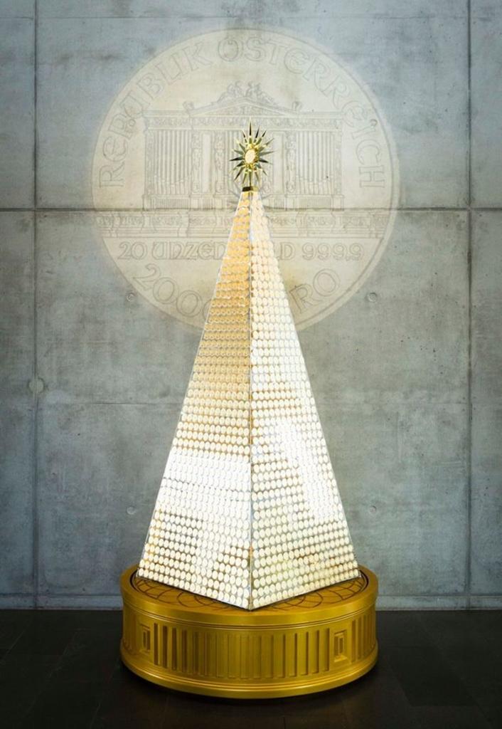 Pro Aurum's Pyramid-Shaped Gold Christmas Tree