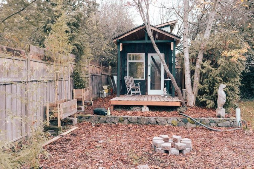 Canadian Photographer Builds 104-Square-Foot Tiny House for Himself