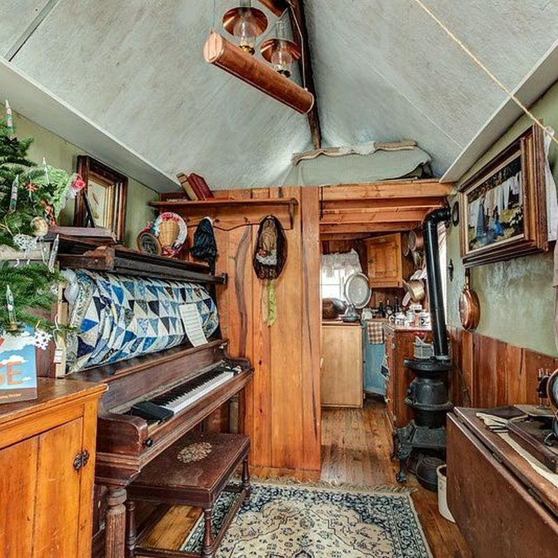 Shorty Robbins' Victorian-Style Tiny House with Piano that Turns into a Bed