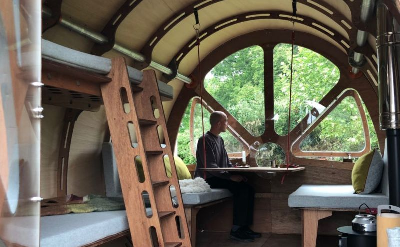 Fuselage glamping cabin