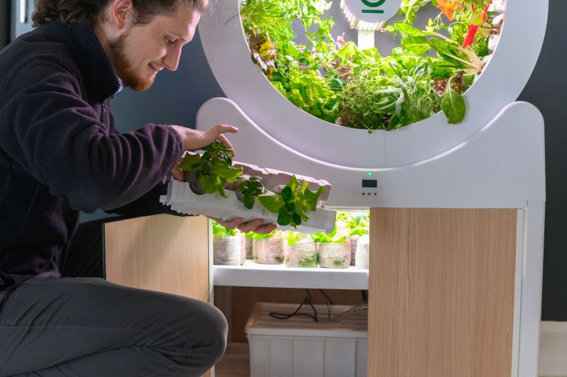 OGarden Smart Automated Indoor Gardening System for Living Room