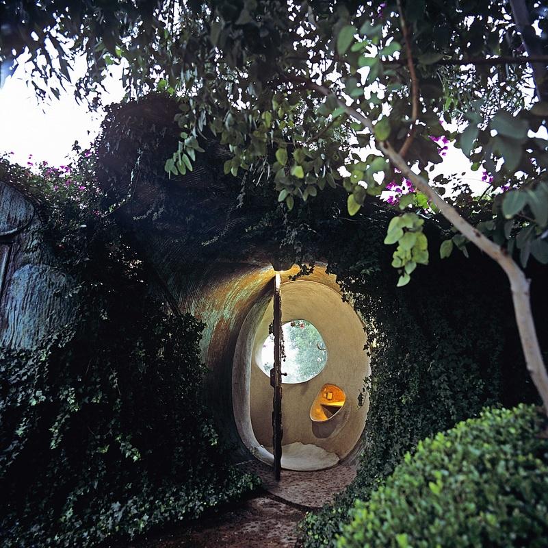 Underground House in Mexico City by Javier Senosiain