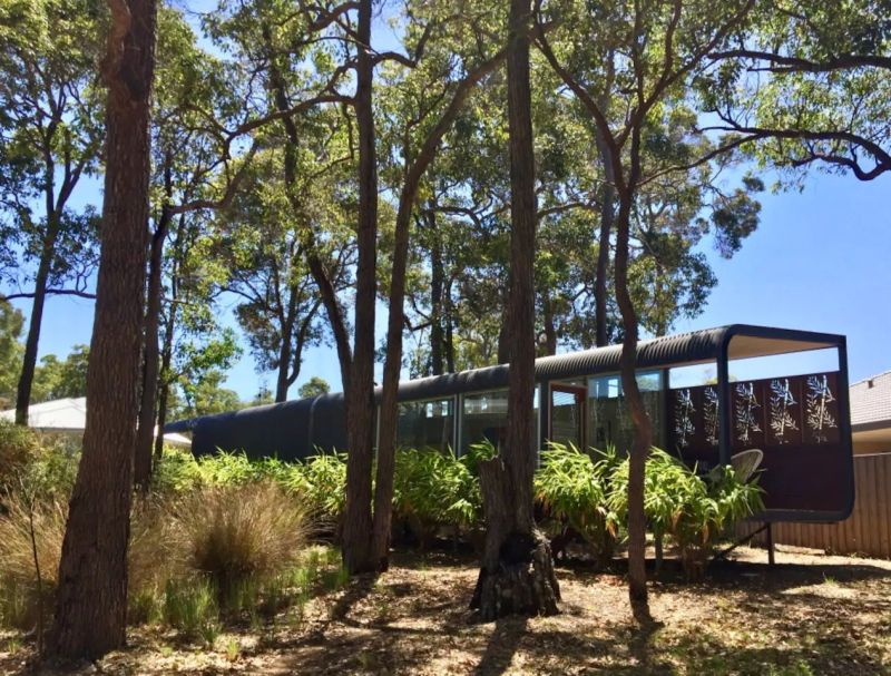 Lakefront glass house rental in Cowaramup, Australia