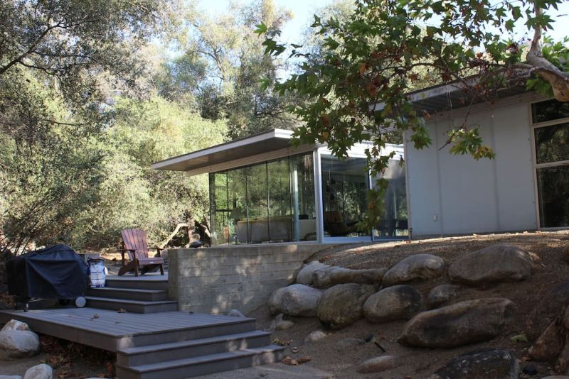 Glass house rental in Three Rivers, California