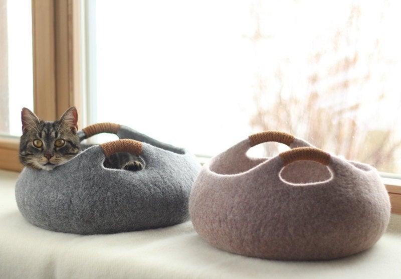 Elevele Felted Cat Bed