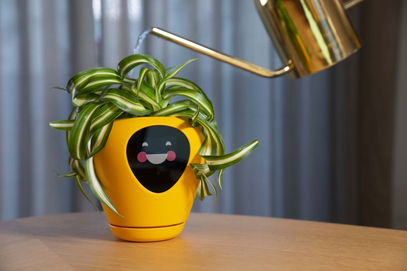 Lua Smart Planter Tells When It Needs Water or Sunlight with Animations