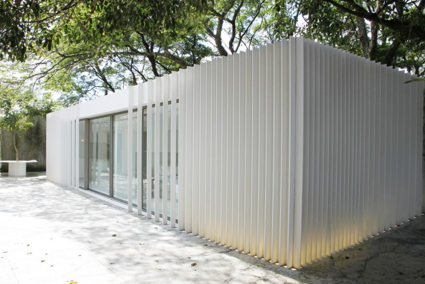 Marilia Pellegrini Presenting Luxury Shipping Container House at Casacor 2019
