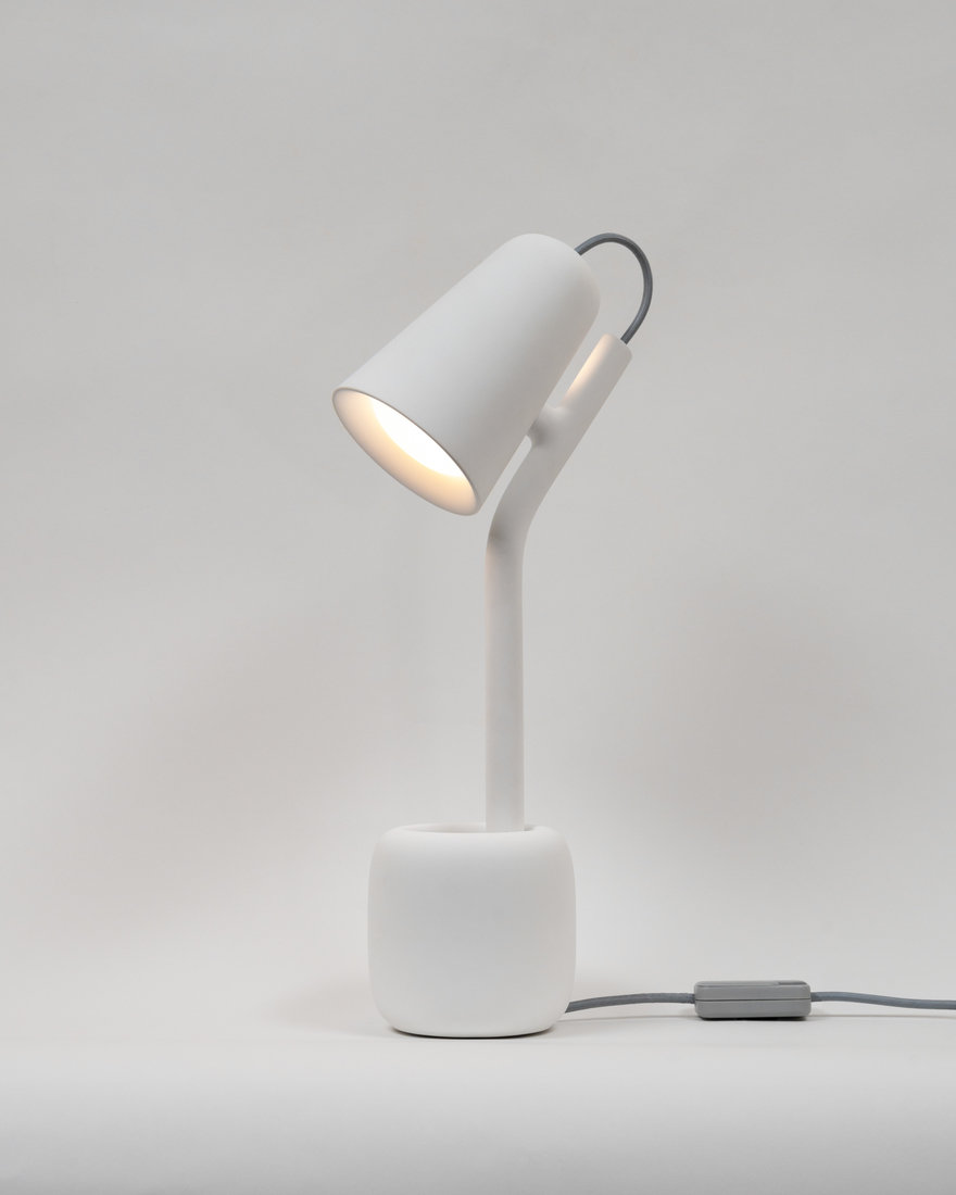 Gantri's Suyo Table Light Impersonates the Act of Giving