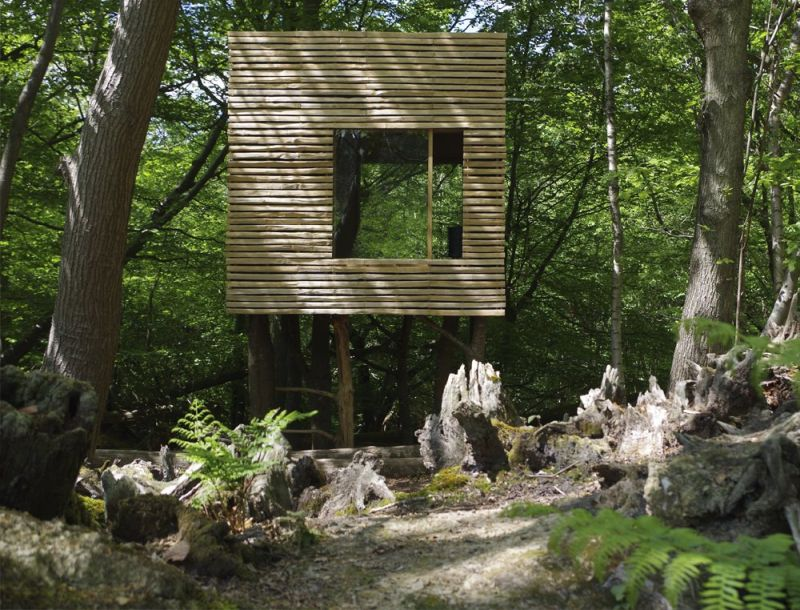 Jeremy Pitts Builds Treehouse on Stilts in East Sussex, UK