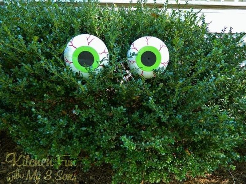 Ways to Spook up Your Garden Trees for All Hallows Eve