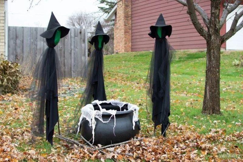 DIY Halloween witch décor