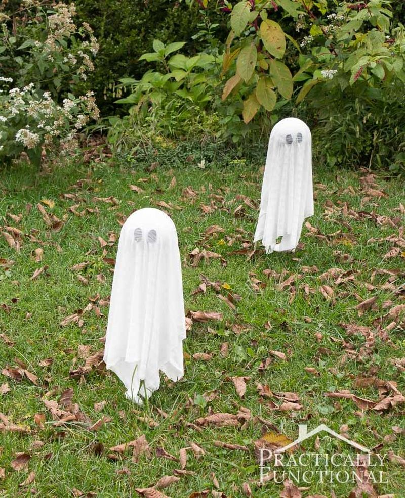 DIY floating ghosts for Halloween