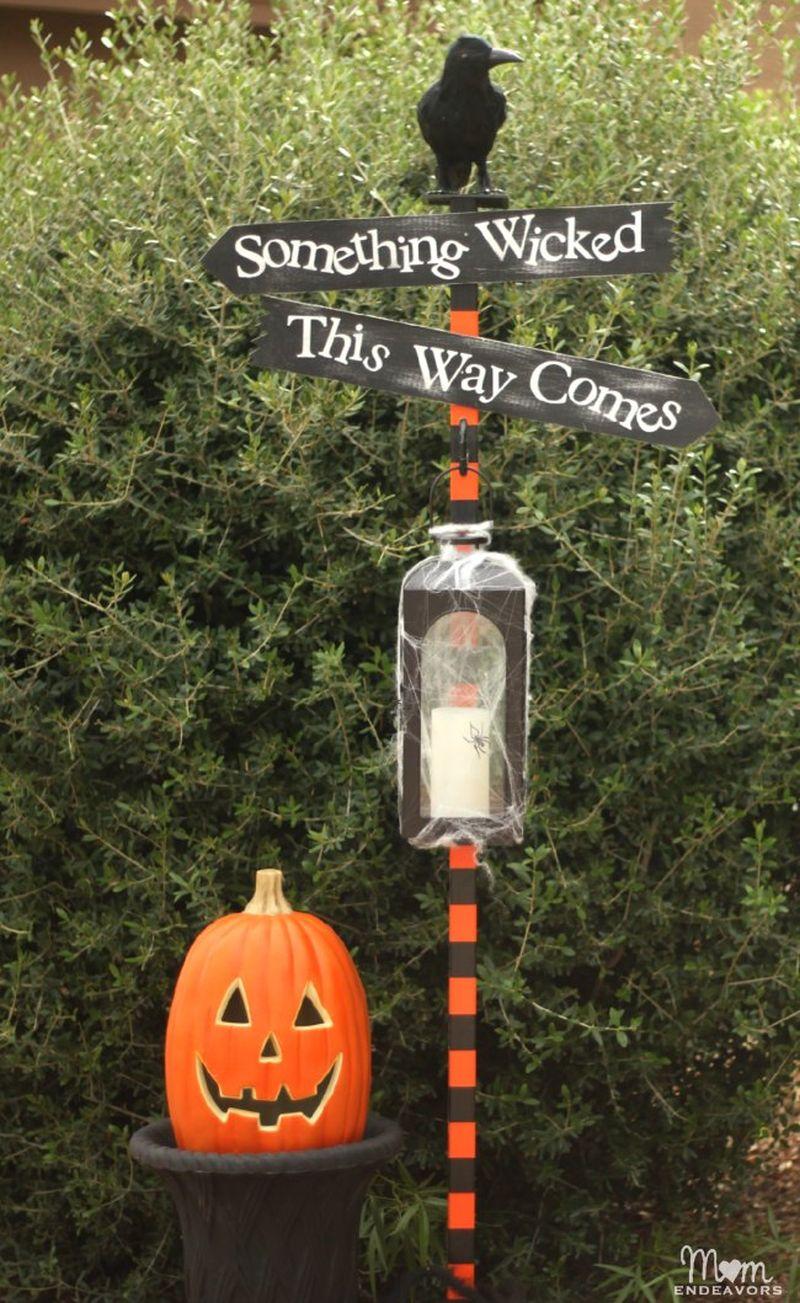 Dead & Breakfast Inn Sign for Halloween